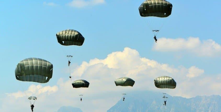 Parachutes (Airdrop)